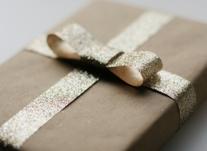 5-how-to-wrap-a-present-with-a-bow